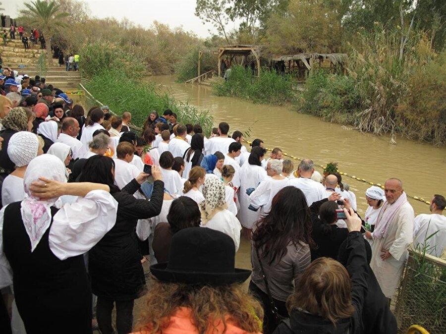 Kasr el Yehûd'un karşı yakasında Ürdün toprakları...