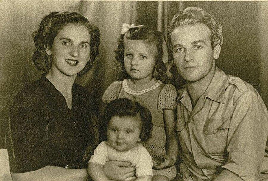 Aliya, eşi Halida ve kızları Leyla ve Sabina ile beraber.