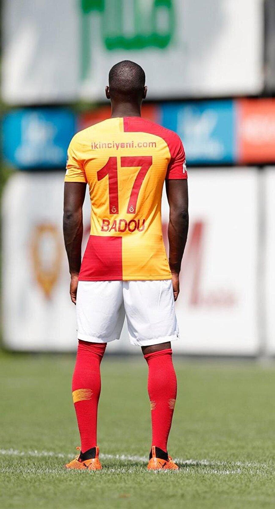 Kamerunlu orta saha 17 numaralı formayı terletecek.