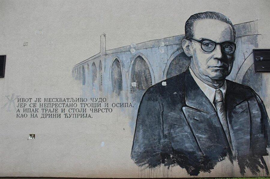 Vişegrad'ın her yerinde Ivo Andriç'i hatırlatan bir şeye rastlamak mümkün.