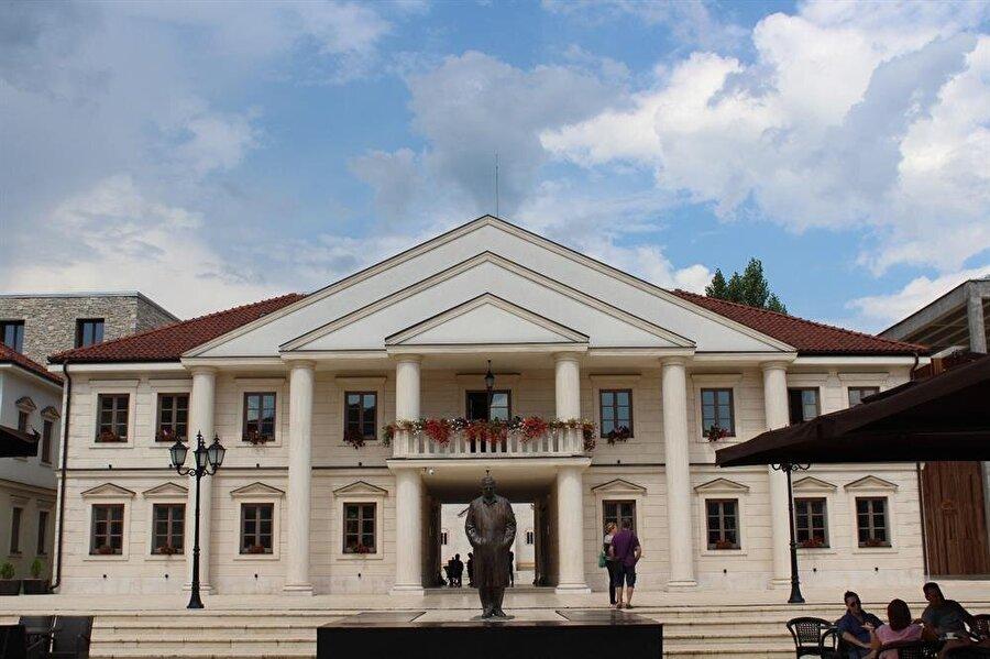 Emir Kusturica tarafından inşa ettirilen Andriçgrad'dan bir kesit...