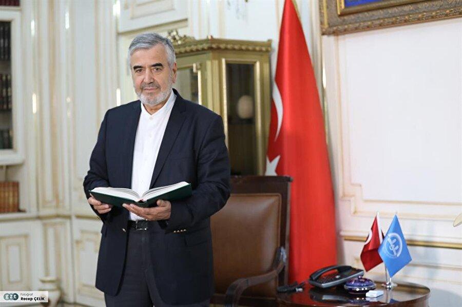 1974'te İstanbul Yüksek İslam Enstitüsü'nden mezun oldu.