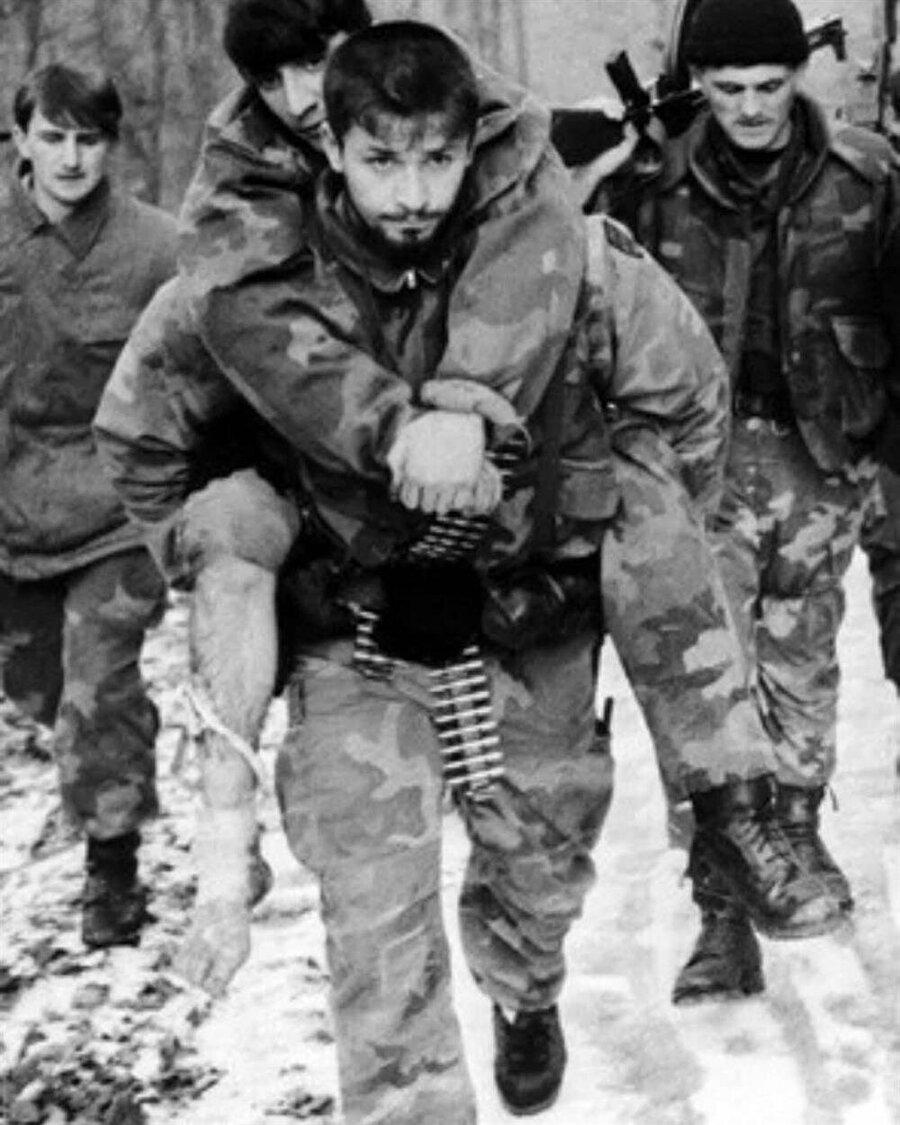 20'li yaşlarda Srebrenitsa direnişine komuta eden Oriç, askerleri tarafından çok seviliyordu.