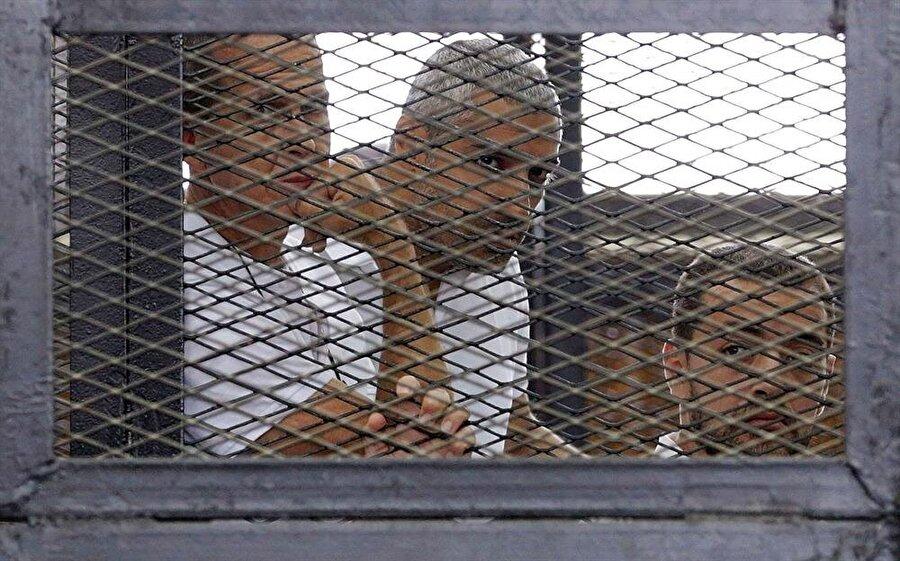 Gazetecilerin demir parmaklıklar ardında yargılanması, Mısır'da olağan bir durum.