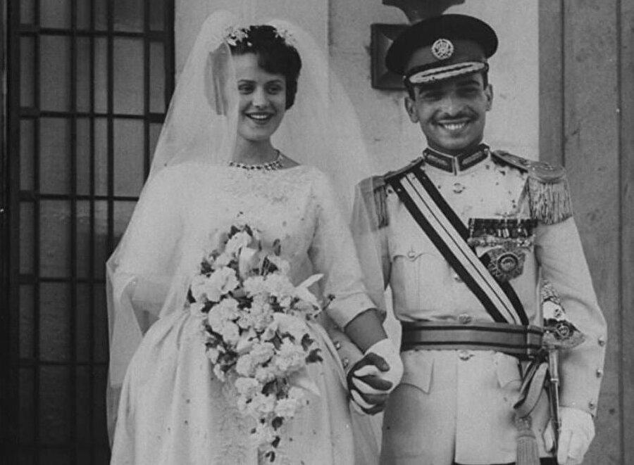 Kral Hüseyin ve Prenses Muna, 25 Mayıs 1961'de düzenlenen törenle dünya evine girmişlerdi.