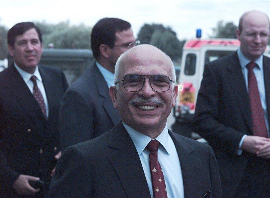Hüseyin, bizzat Netanyahu hükumeti tarafından tertiplenen Halid Meşal suikastından sonra oldukça etkili bir diplomasi yürüttü.