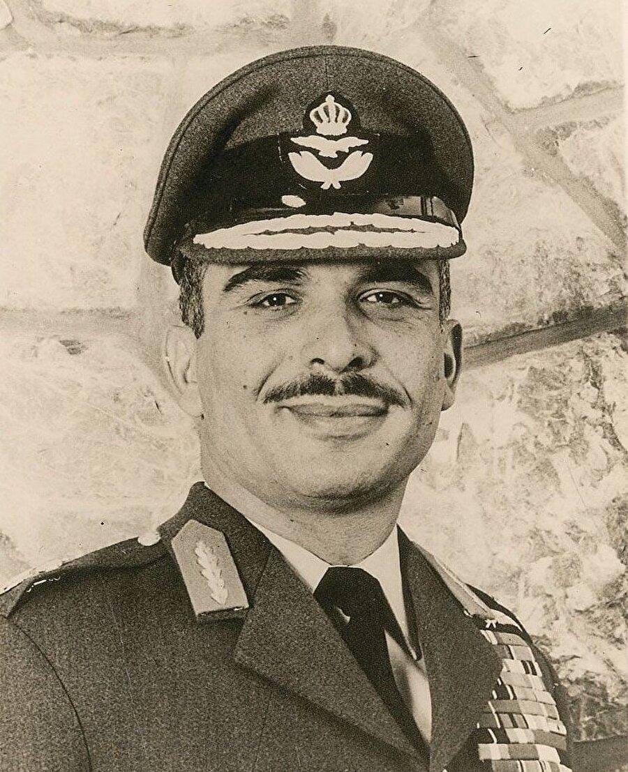 Hüseyin, 1967'den bu yana sürdürdüğü Batı Şeria politikasını, 80'li yılların sonuna gelindiğinde terk etti.
