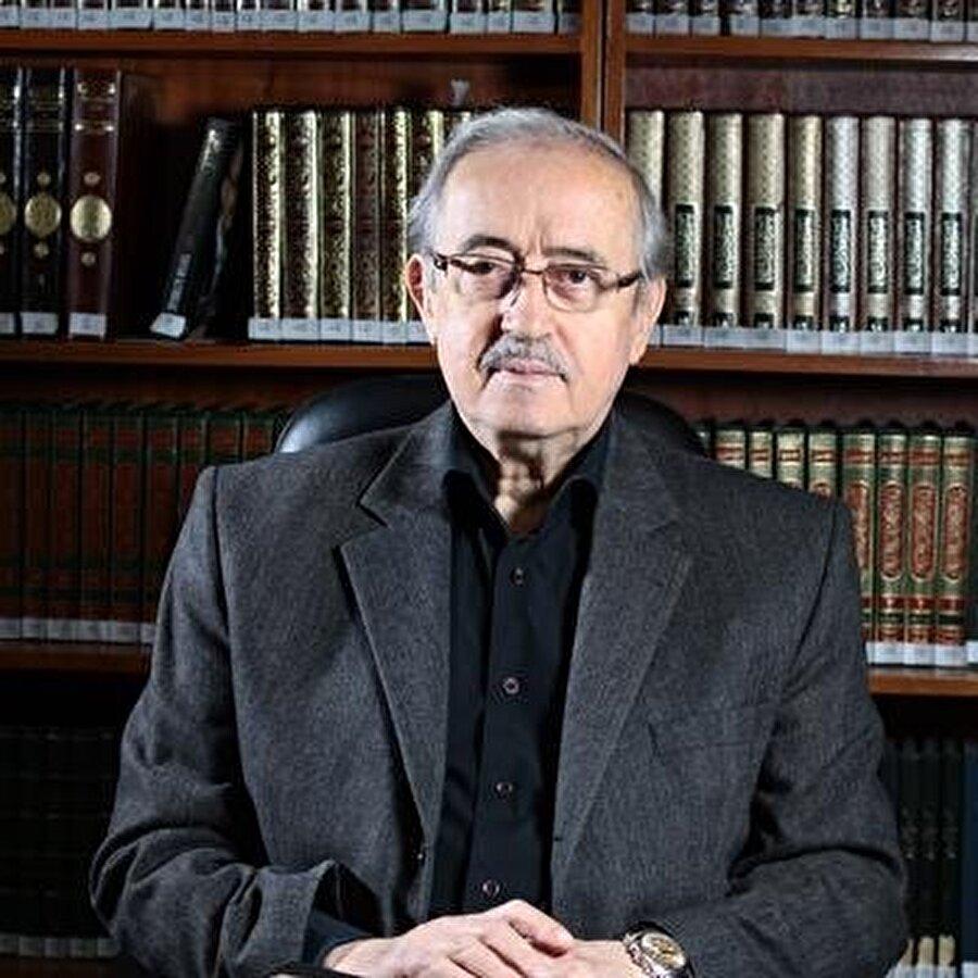 Eski Diyanet İşleri Başkanı Dr. Tayyar Altıkulaç, Bakü'deki İlahiyat Fakültesi'nin açılmasında büyük rol sahibi.