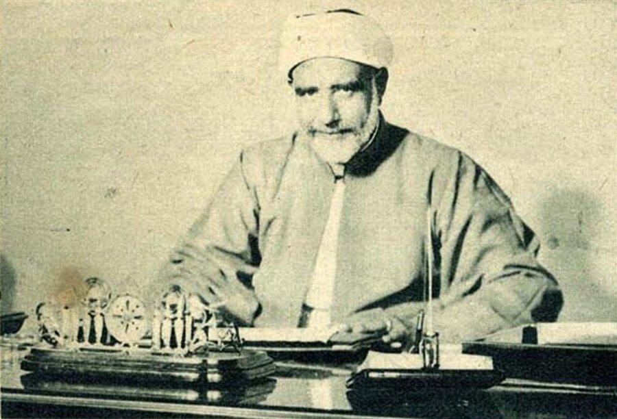 Ezher Şeyhi Mustafa Meraği, Ali Abdürrâzık'ın diplomasını geri vermiş ve onu Ezher'e tekrar kabul etmiştir.