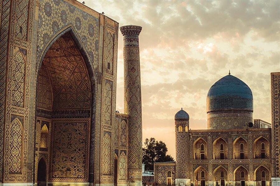15. asrın başlarında ilim faaliyetlerine başlanan medrese, Timurlu mimarisinin en nadide örneklerinden biri. (Shutterstock)
