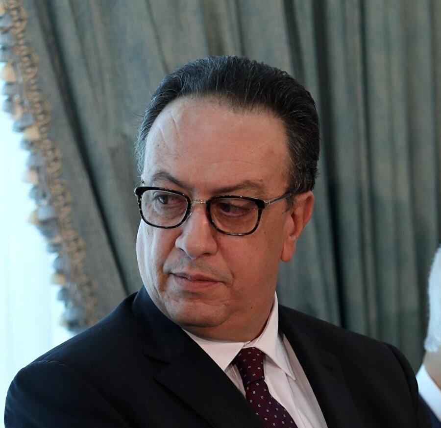 Cumhurbaşkanı'nın oğlu Hâfız es-Sebsî, babasının da desteğini alarak Başbakan'a savaş açtı.