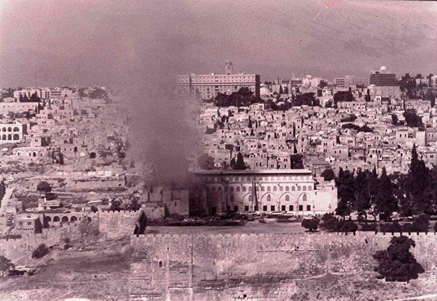 Yangın sırasında karşı tepeden çekilmiş bir fotoğraf.
