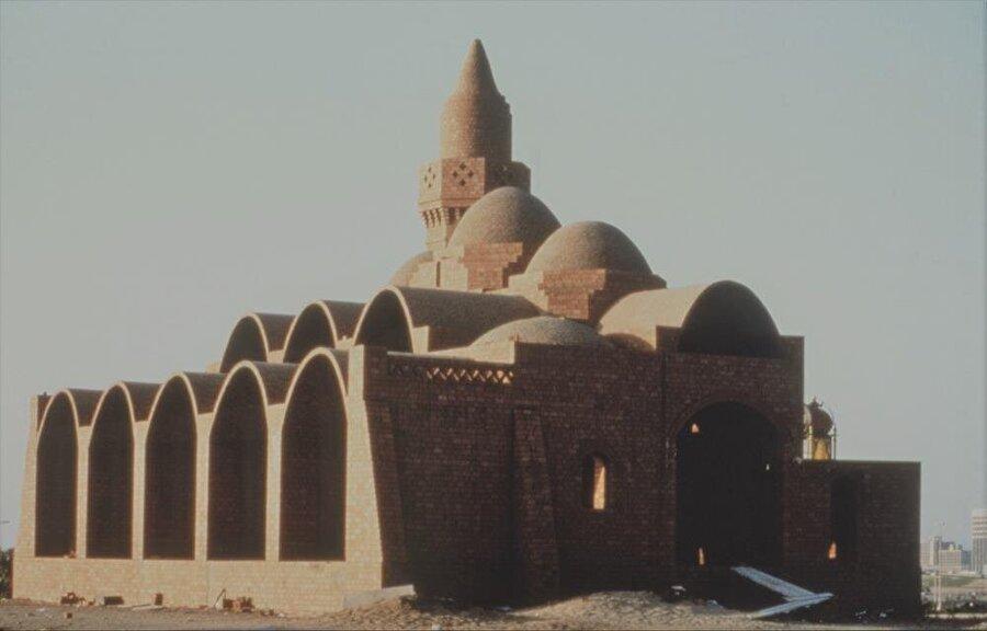 Rüveys Camii, el Vekil'in modern ve geleneğin birleşmesinden oluşan tarzını en iyi yansıtan eseriydi.