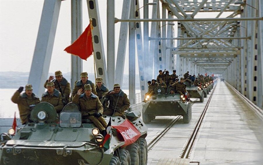 Sovyetler'in Afganistan'dan çekilmesi, İslâm dünyası için büyük bir moral olmuştu.