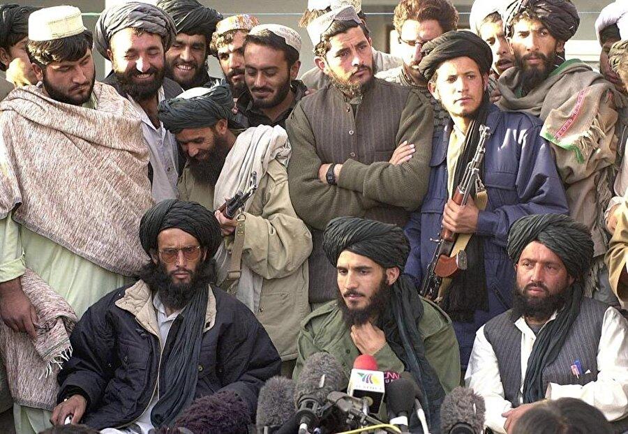 Taliban sözcüleri, basına açıklama yaparken, 2001...