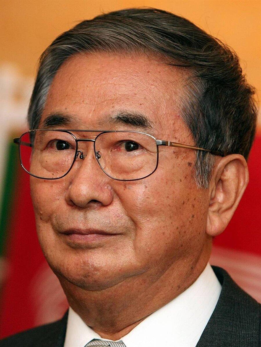 Japonya'da uzun süre valilik yapan Shintaro İshiarai aynı zamanda ödüllü bir yazar.