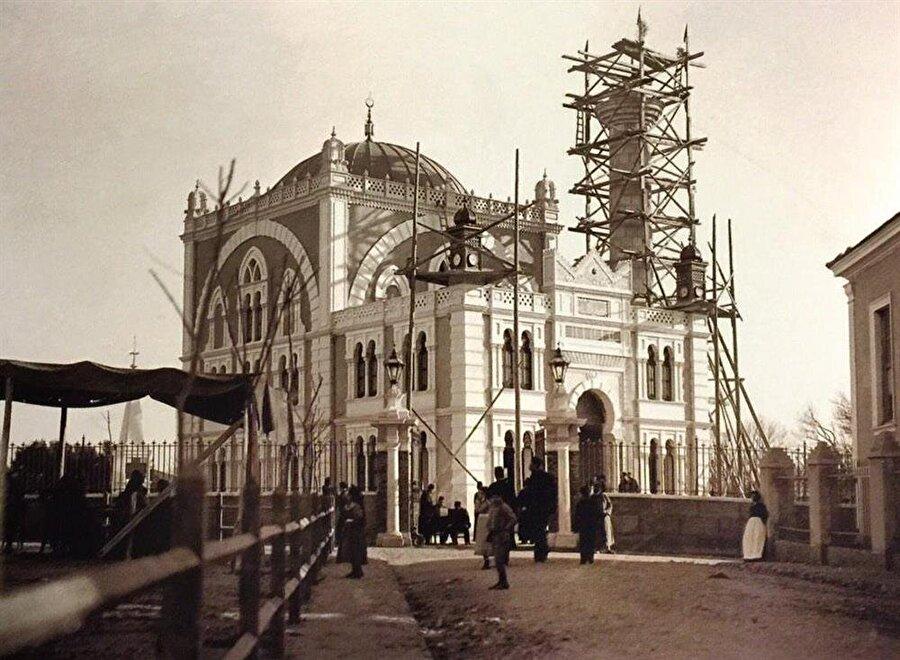 """Hamidiye Camii'nin halk arasındaki diğer ismi """"Dönmeler Camii"""" idi."""
