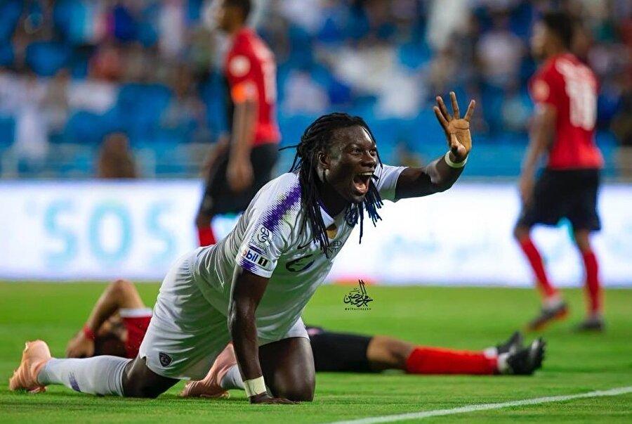 Bafetimbi Gomis, Al Read'ı 3-1 yendikleri karşılaşmada Al Hilal formasıyla ilk golünü geçtiğimiz günlerde atmıştı.