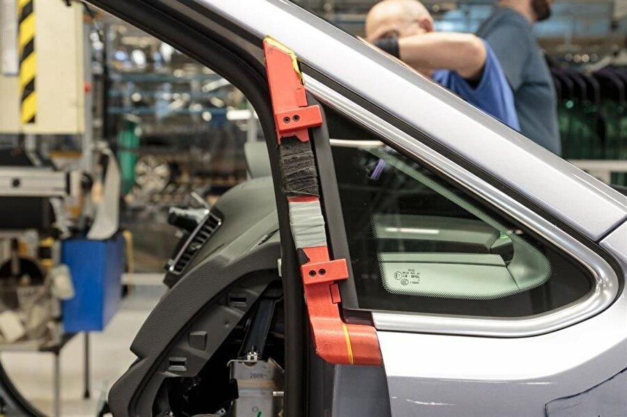 Volkswagen, üç boyutlu baskı tekniğiyle şimdilik ufak parçaların üretimini gerçekleştiriyor. Ama önümüzdeki dönemlerde daha büyük parçalı üretimlerin de bu teknikle ortaya çıkarılması bekleniyor.