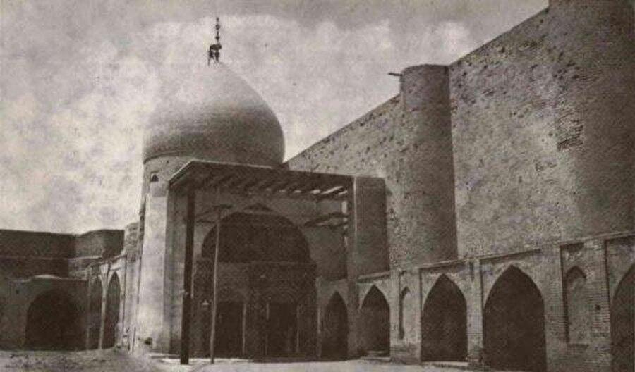 Kûfe Mescidi'nin eski bir fotoğrafı.