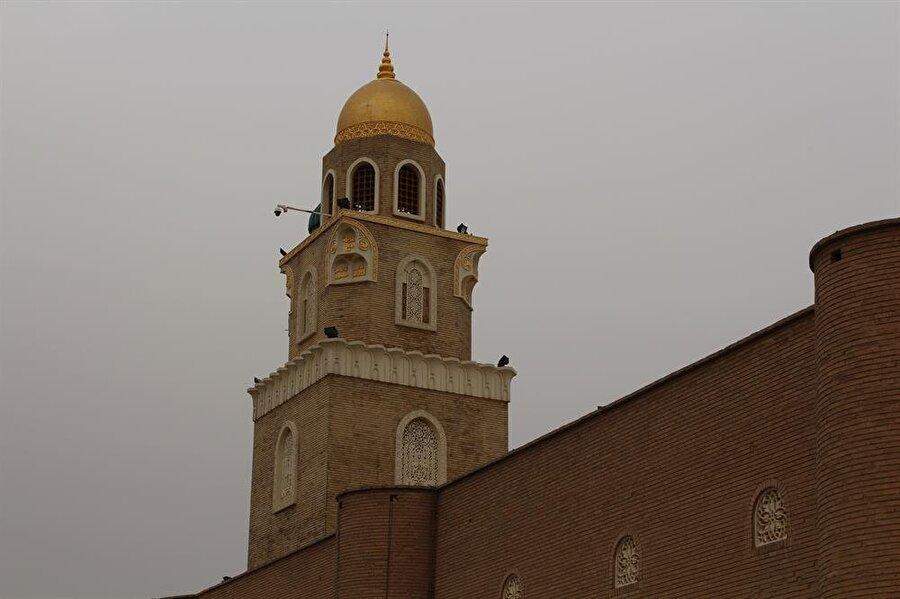 Kûfe Mescidi'nin minaresi.