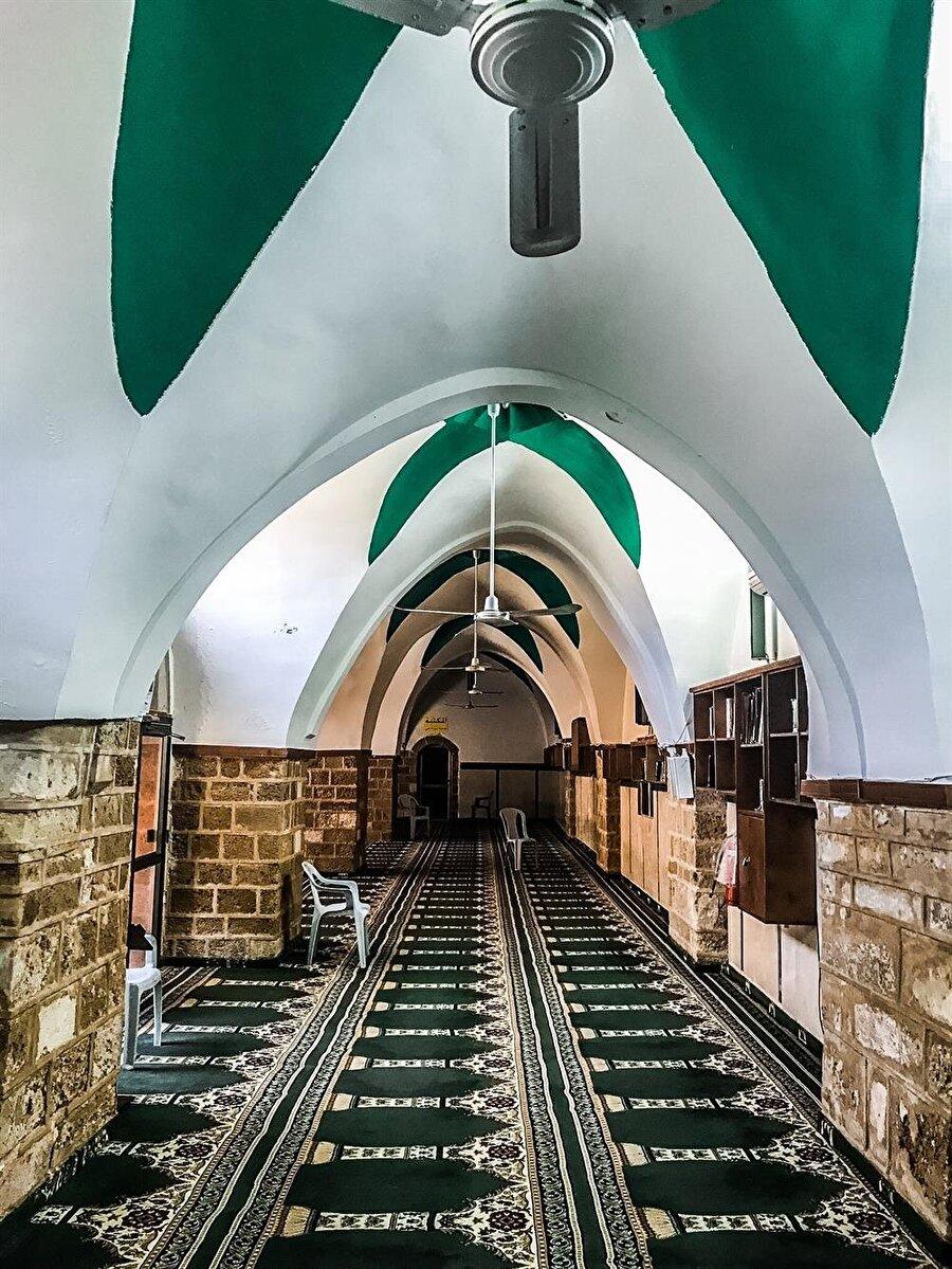 Mescidin iç kısmı, Eyyûbî ve Memlûk mimarisinden izler taşıyor. (Fotoğraf: İbrahim Furkan Özdemir)