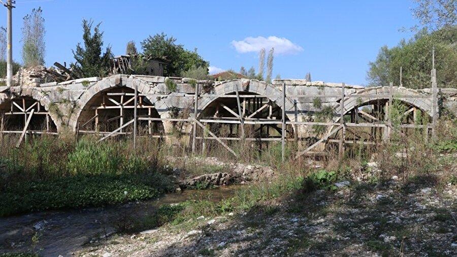 Eski köprüler tadilat edilip eski görünümüne kavuşacak.