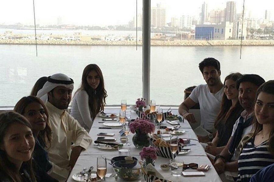 Sık sık Arap ülkelerine ziyaretlerde bulunan ünlü oyuncu, Arap coğrafyasında çok seviliyor.