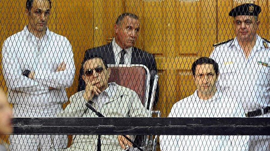 Hüsnü Mübarek ve oğulları, yaklaşık dört yıl boyunca yargılandı.