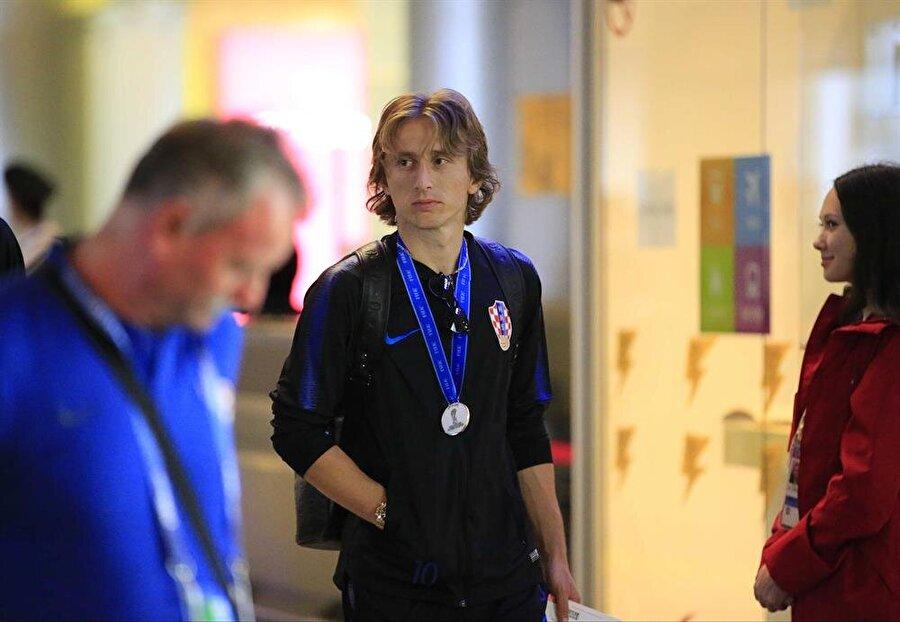 Hırvatistan Milli Takımı ile Dünya Kupası finalini Fransa'ya kaybeden Luka Modric, altın top ödülünü alsa da kupayı ülkesine getirememenin üzüntüsünü yaşıyor.