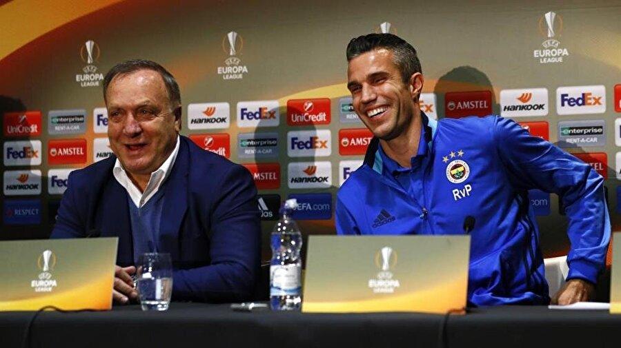 Arşiv: Dick Advocaat ve Robin van Persie, Fenerbahçe'de birlikte çalıştıkları dönemde Avrupa Ligi mücadelesi öncesinde basın toplantısı gerçekleştiriyorlar.