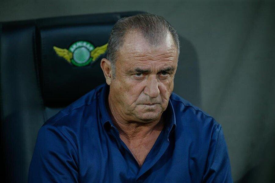 Maçın son dakikalarına doğru Galatasaray Teknik Direktörü Fatih Terim'in çaresiz görüntüsü dikkat çekti.