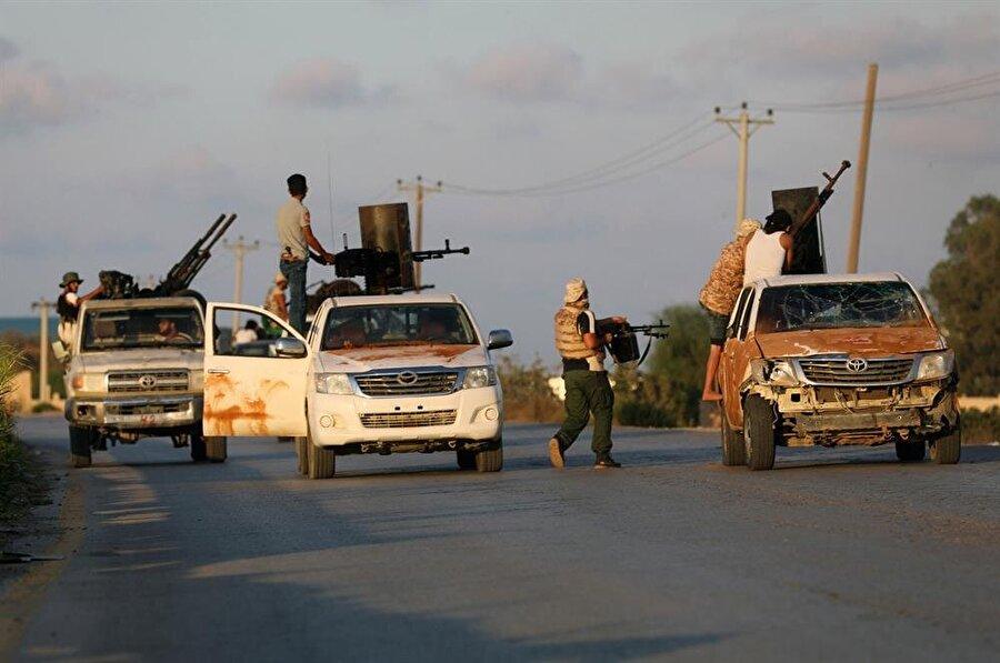 Başkent Trablus, ülkedeki silahlı gruplar arasında yaşanan çatışmalara sahne olmaya devam ediyor. (Hani Amara / Reuters)