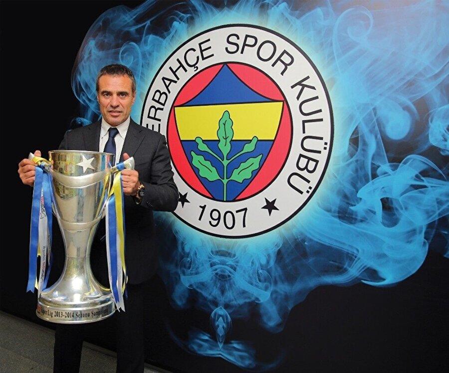 2013-2014 sezonunda şampiyonluğa ulaşan Fenerbahçe'nin başında Ersun Yanal bulunuyordu. Tecrübeli teknik adam Süper Lig kupasıyla böyle görüntülenmişti.