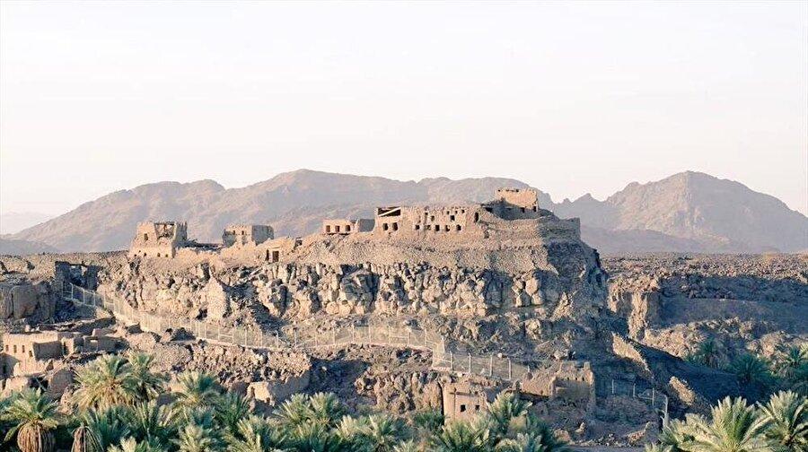 Hayber gazvesinin gerçekleştiği alanda bulunan, Yahudiler tarafından yapılan el-Kamus kalesi.