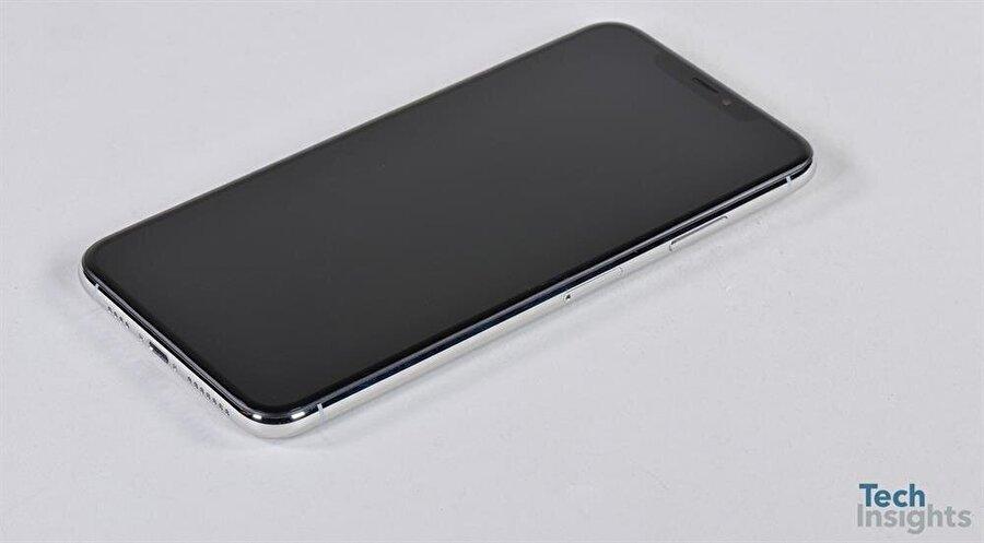Apple'ın en büyük ekrana (6.5 inç) ve en büyük batarya (3174 mAh) kapasitesine sahip akıllı telefonu iPhone Xs Max. Fotoğraf: TechInsights
