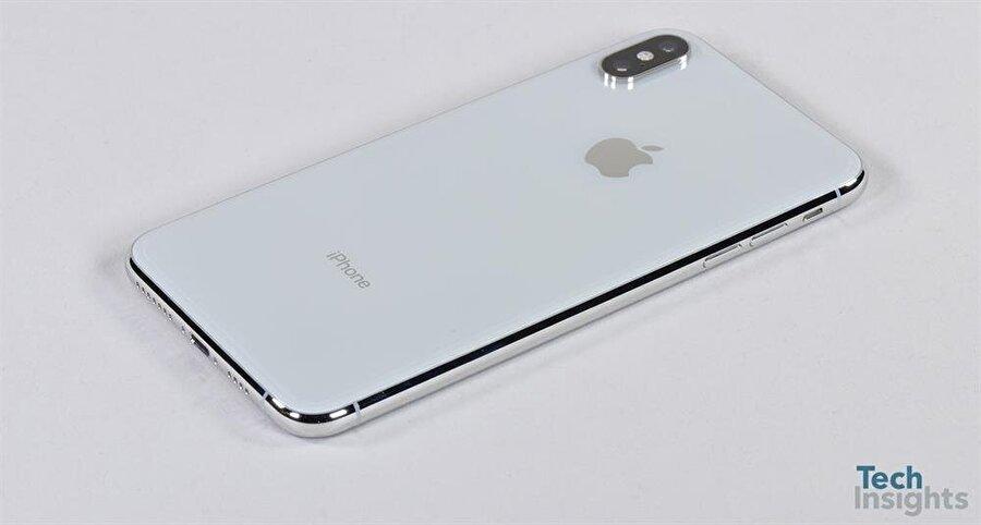 iPhone Xs Max, daha önce iPhone X'da karşımıza çıkan ve alt alta dizilen çift arka kamerayla geliyor. Elbette eskiye oranla kamerada önemli gelişmeler var. Fotoğraf: TechInsights