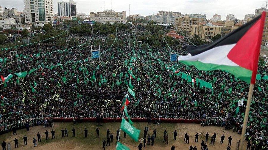 Hamas, 1987'de kurulmasının ardından, Filistinlilerin yoğun desteğini kazandı.