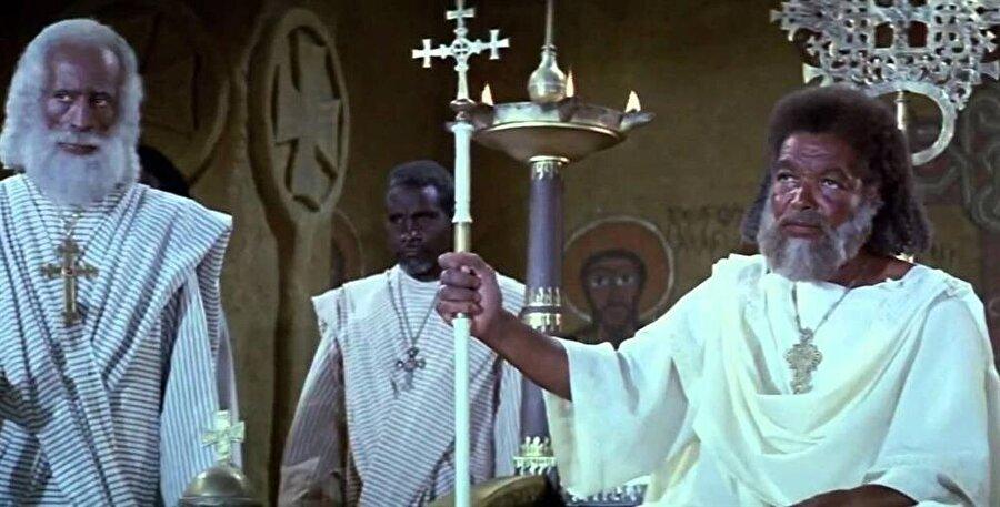 Çağrı filminde Kral Necaşi Eshame'nin yer aldığı sahne.
