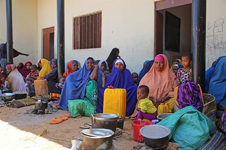 Ağaşı Şabella bölgesinde yaşayan on binlerce insan evlerini terk ederek kamplara yerleşmek zorunda kaldı. (Sadak Mohamed / AA)