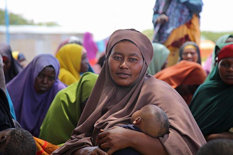 Kamplarda temel ihtiyaç malzemelerinin yetersiz olmasının yanı sıra salgın hastalık tehlikesi de bulunuyor. (Sadak Mohamed / AA)
