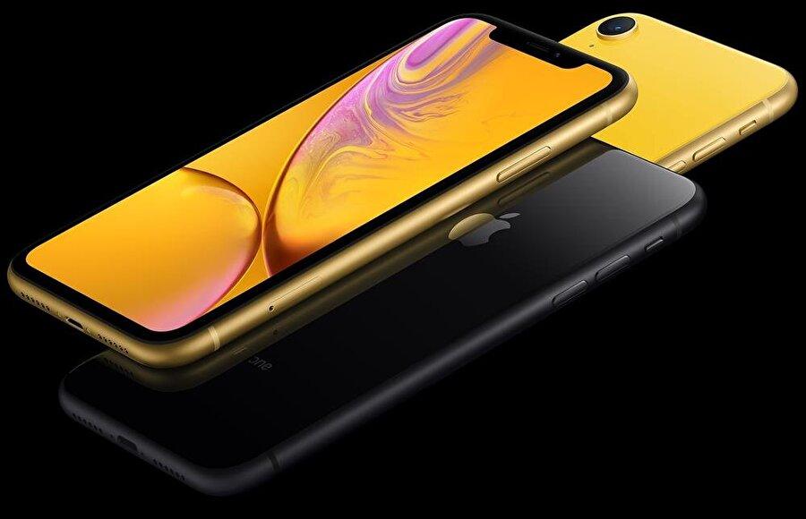 iPhone XR'da 6.1 inç boyutundaki LCD ekranda 828 x 1792 piksel çözünürlükte görüntüler oluşturulabiliyor.