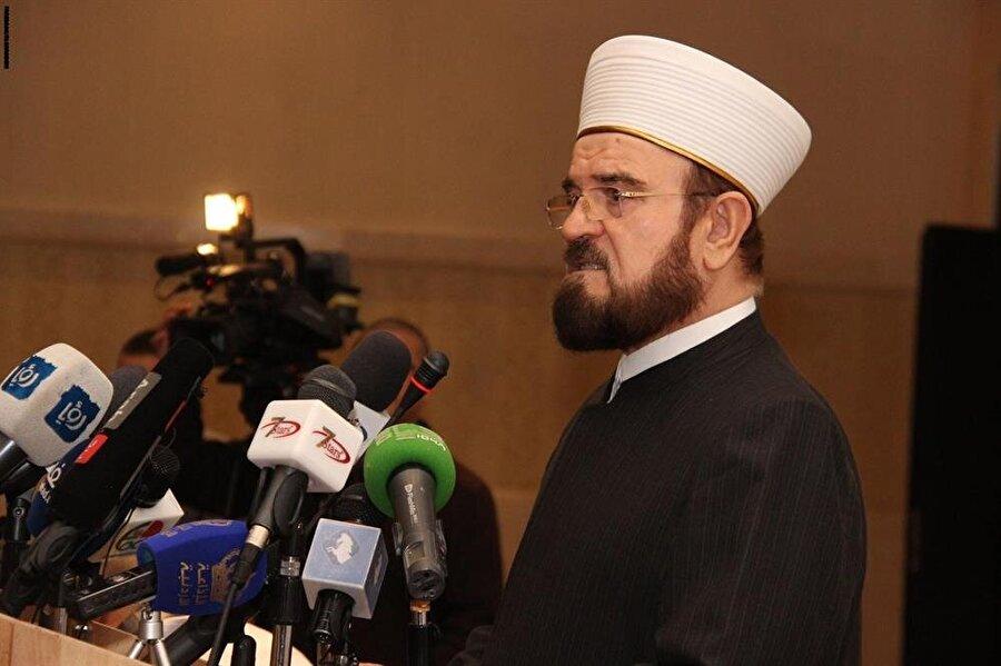 Dünya Müslüman Alimler Birliği Genel Sekreteri Ali el-Karadaği, Alim Yetiştirmek Merkezi'nin mutedil bir yol izlediğini ifade ederek, Moritanya'nın kapatma kararını kınadı.