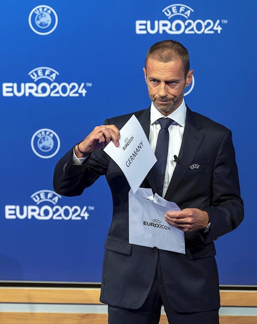 UEFA Başkanı Ceferin'in EURO 2024'ü Almanya'ya verdiği an.
