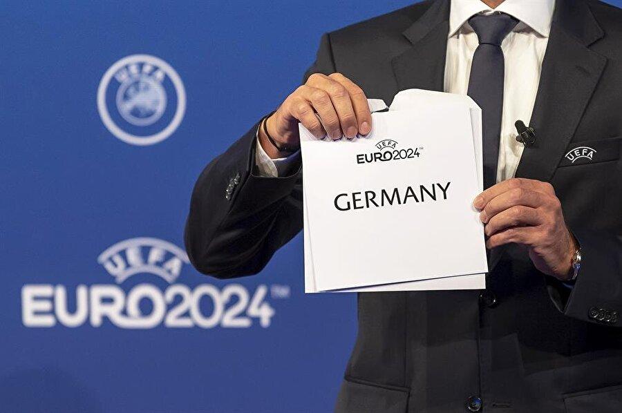 UEFA Başkanı Ceferin, turnuvayı Almanya'nın düzenleyeceğini açıkladı.