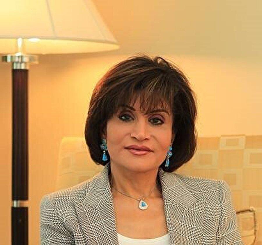 Muna Abdunnâsır, kocasının intihar etmediğini savunuyor.