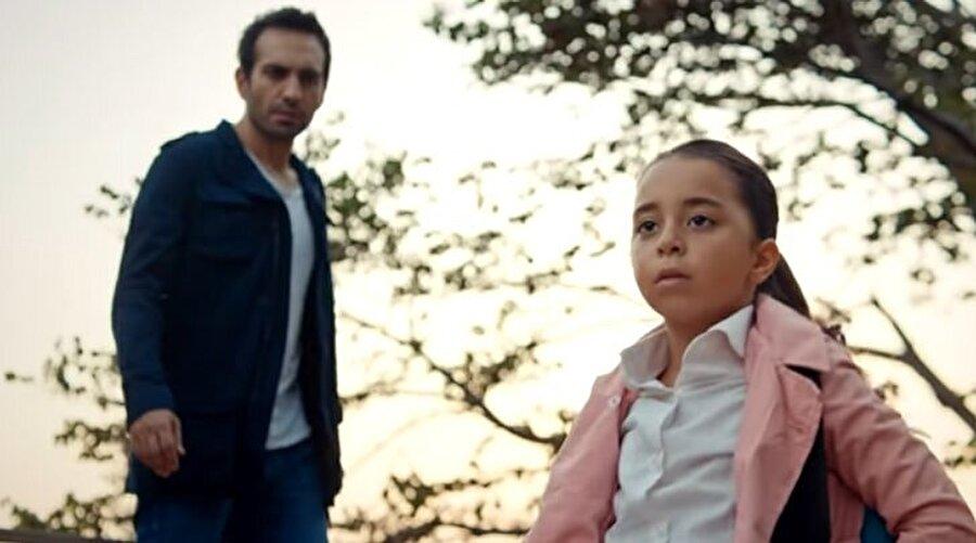 Kızım dizisinde Buğra Gülsoy ve Beren Gökyıldız başrolde yer alıyor