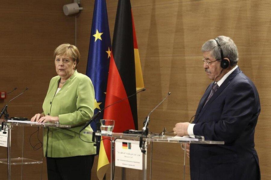 Merkel ve Uyahya'nın düzenlediği ortak basın toplantısında da benzer bir dil krizi yaşanmıştı.