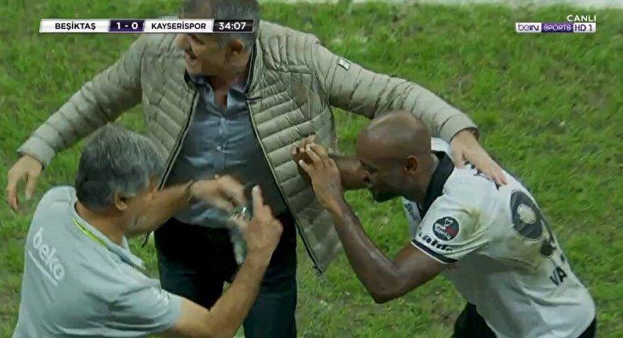 Brezilyalı golcü, gol sevincini Süreyya Soner ile paylaştı.