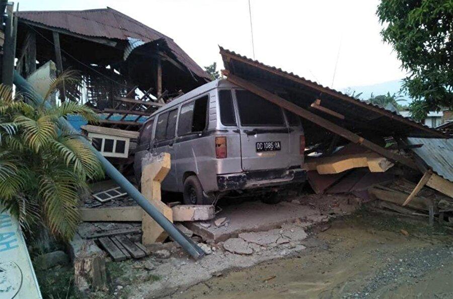 7.7 büyüklüğündeki deprem şehirler ve yaşam alanlarında ağır tahribatlara neden oldu.